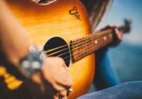 guitar-839168_1920